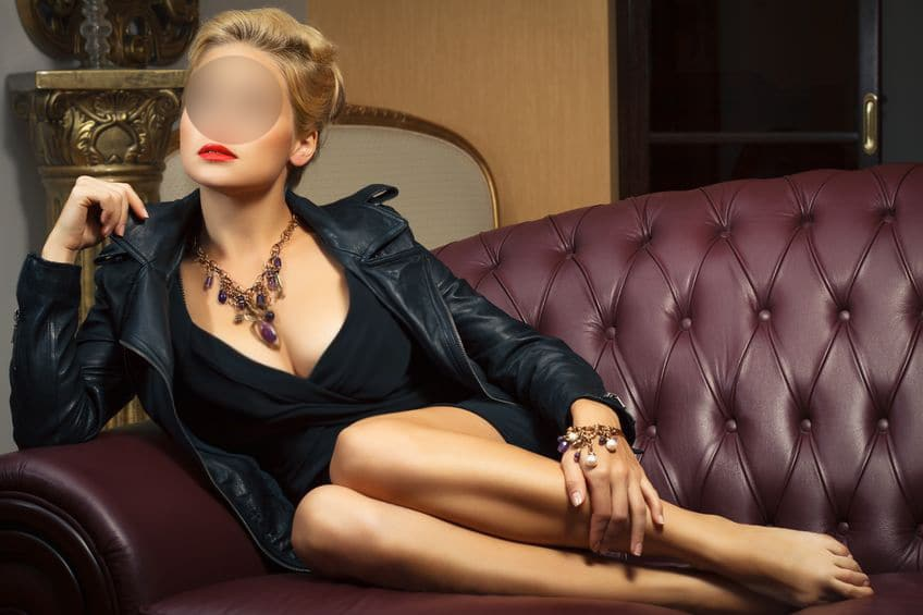 Curvy London Escort, Hotel Outcall Companion